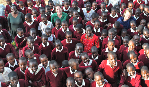Students with Kakenya and Worldreader Team