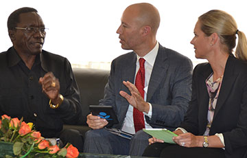 Tanzania PM Mizengo Pinda with David Risher and Susan Moody of Worldreader in 2013