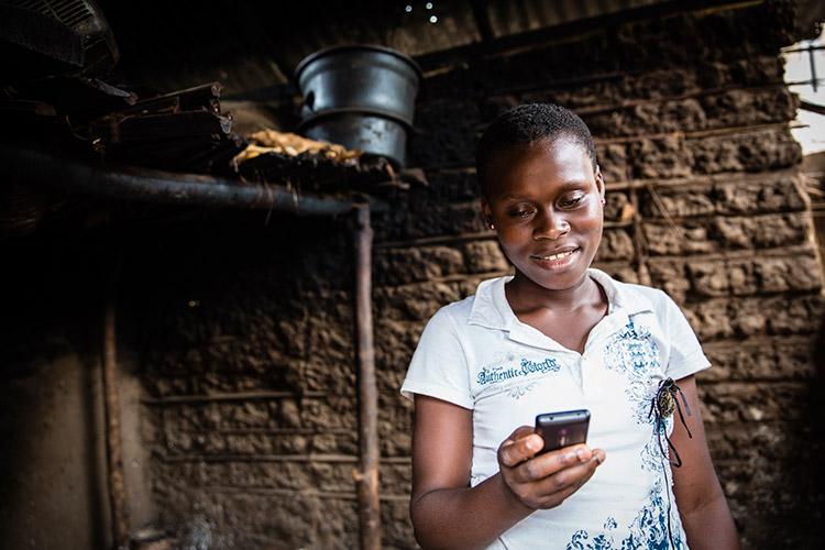 Girl reading on Worldreader mobile on her mobile phone