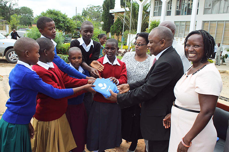 Students and teachers in Tanzania receive their new e-readers