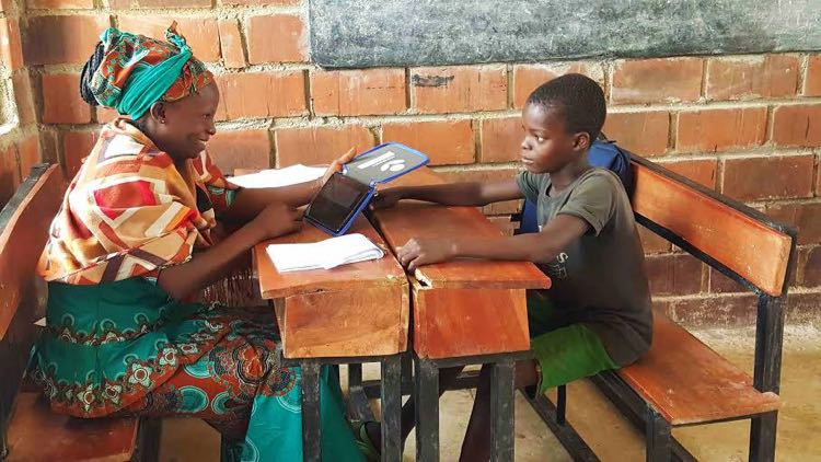 Worldreader e-reader used by teacher with student