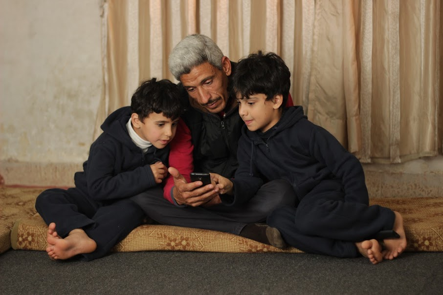 father reading with children on worldreader kids app