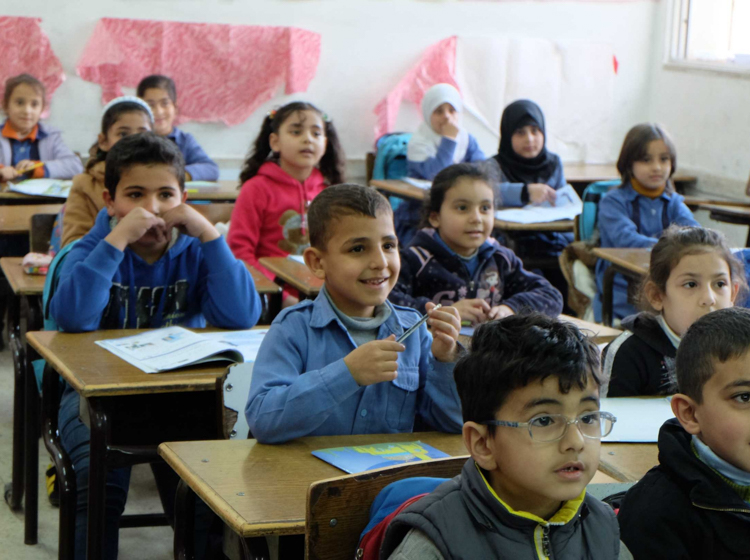 syrian refugees in class