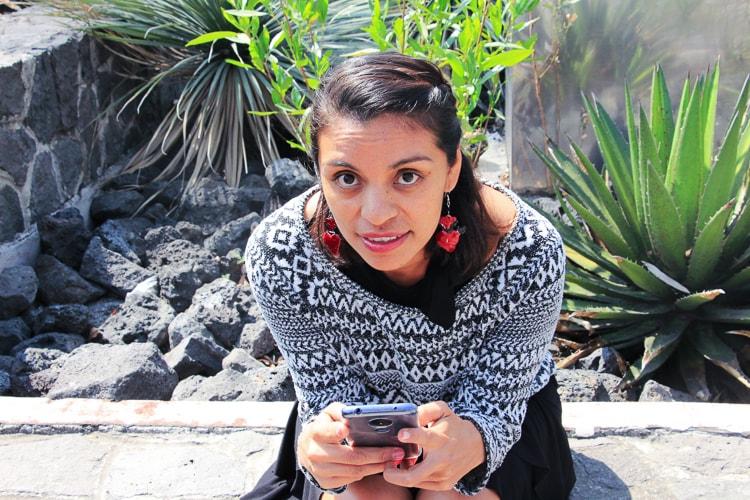 girl reading worldreader mexico