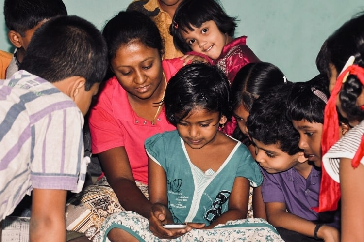 mobile reading india