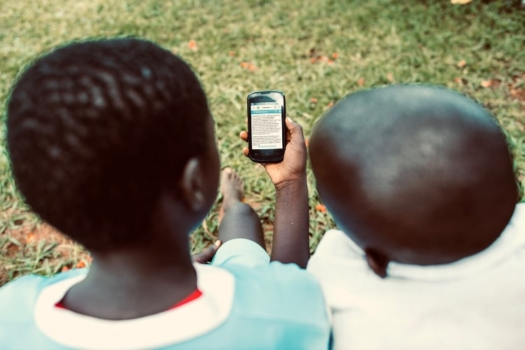 mobile reading digital reading